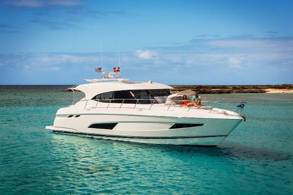 Riviera 5400 Sport Yacht Profile
