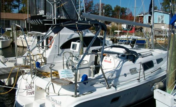 Hunter 33 Hunter 33 - At Dock