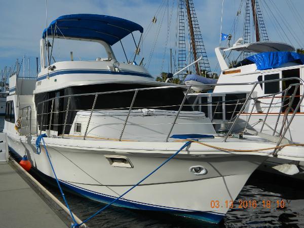 Bluewater Yachts 42 Coaster Cruiser