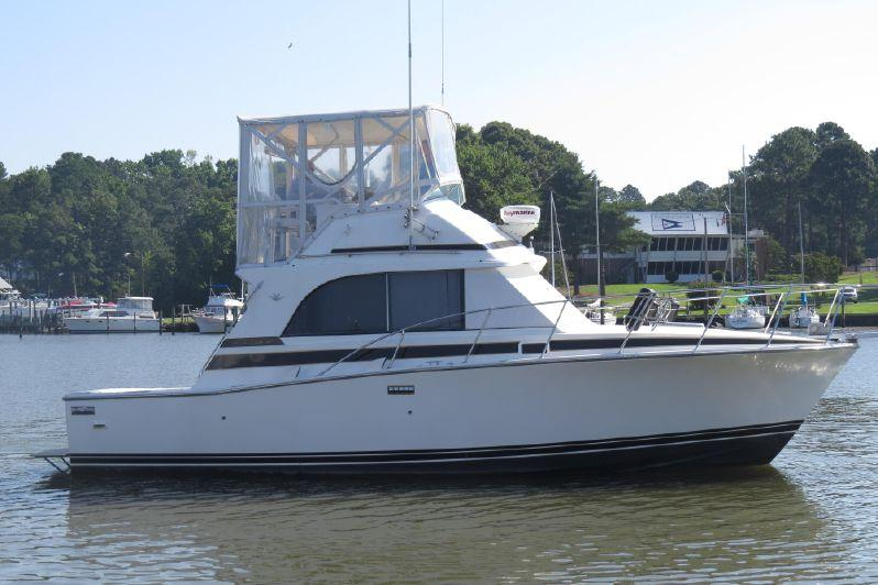 Bertram 33 Flybridge Cruiser