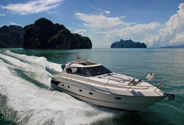 Elan Power 42 At speed - Sistership