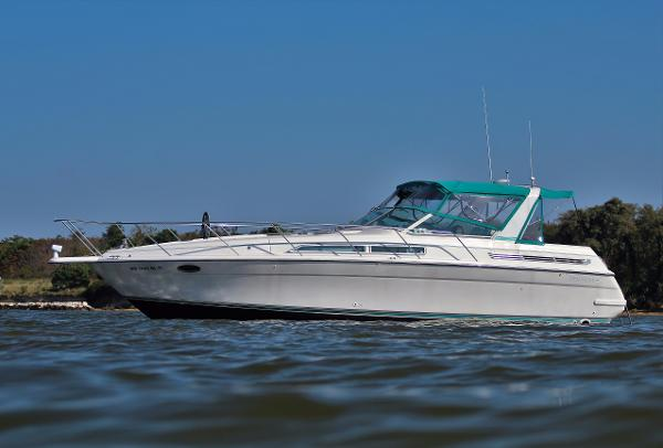 Four Winns 365 Express Cruiser