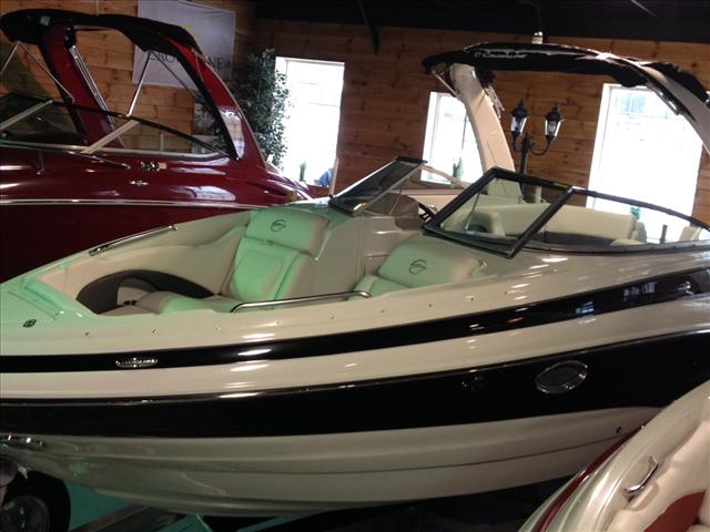 Crownline bowrider 255ss