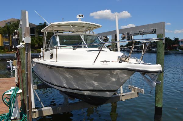 Pursuit 2570 Offshore Express Cuddy