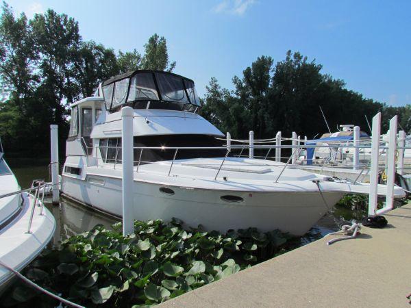 Carver 355 Aft Cabin Starboard Side