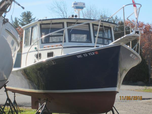 Webbers Cove Downeast pilot house cruiser
