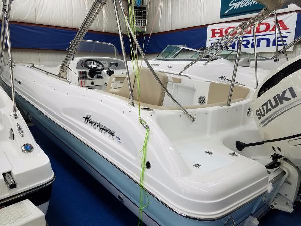 Hurricane SunDeck Sport 231 OB