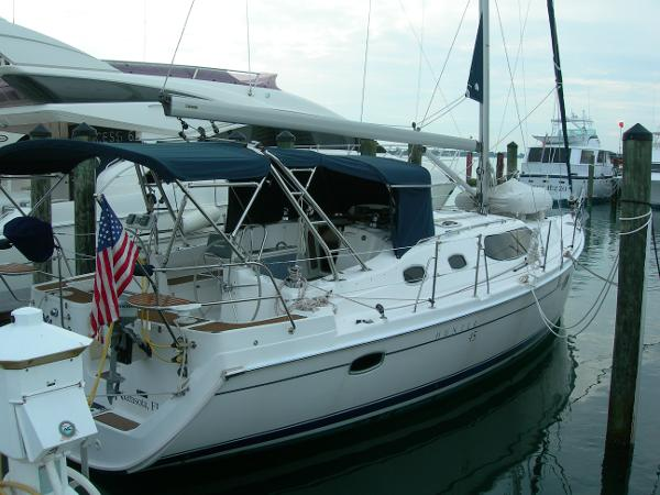 Hunter 45ds Starboard quarter view
