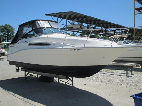 Cruisers Yachts 2870 Rogue Starboard Bow