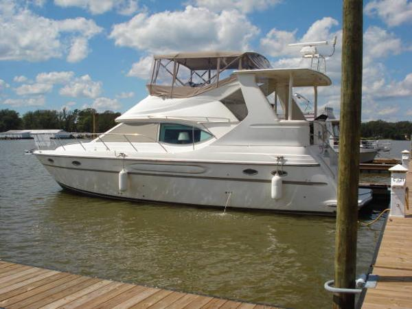 MAXUM 41 SCA AFT CABIN BEAUTIFUL PORT SIDE