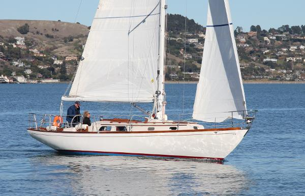 Hinckley  Pilot 35 sloop