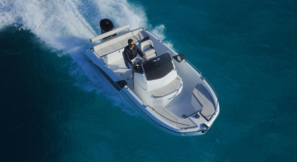 Beneteau Flyer 6.6 Spacedeck Manufacturer Provided Image: Manufacturer Provided Image