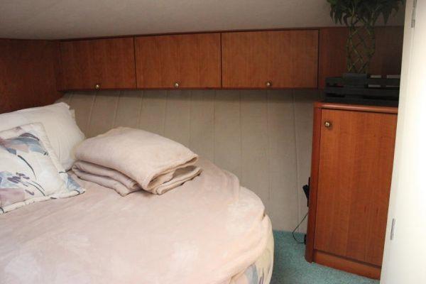 Fwd stateroom overhead storage