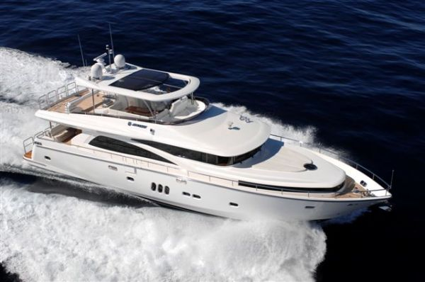 Johnson 83 Motoryacht At sea