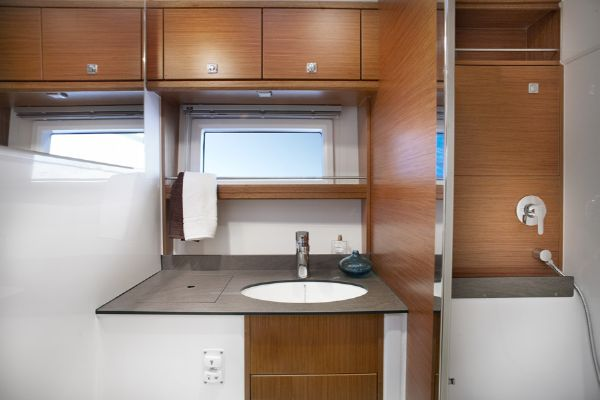 Bavaria Sport 39 Bathroom