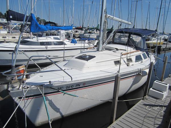 Hunter 28 Port bow