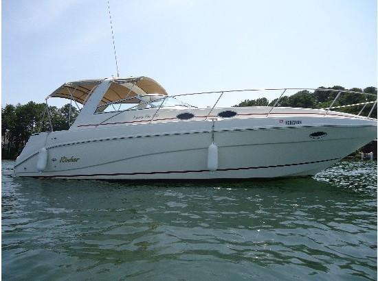 Rinker fiesta-vee-330-express-cruiser