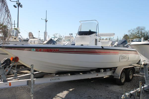Champion Boats 220 Bay