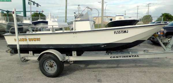 Boston Whaler Montauk 17'CC w Motor & Trailer
