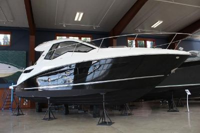 Sea Ray 350 Sundancer Coupe starboard view