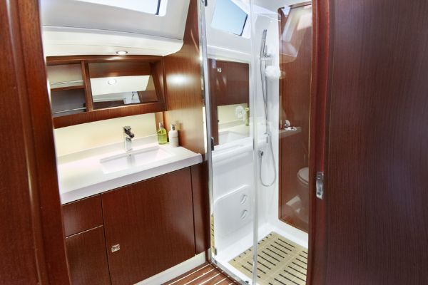 Bavaria Vision 46 Bathroom