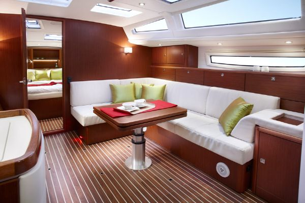 Bavaria Vision 46 Salon