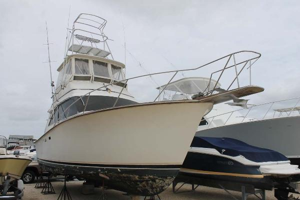 Ocean Yachts Super Sport Starboard Bow Profile