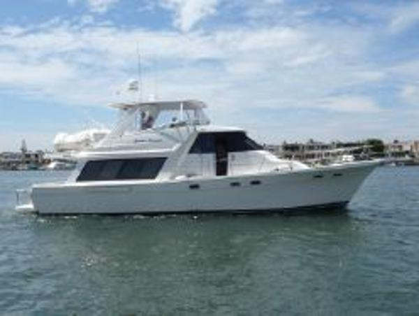 Bayliner 47 Pilothouse Motoryacht Side