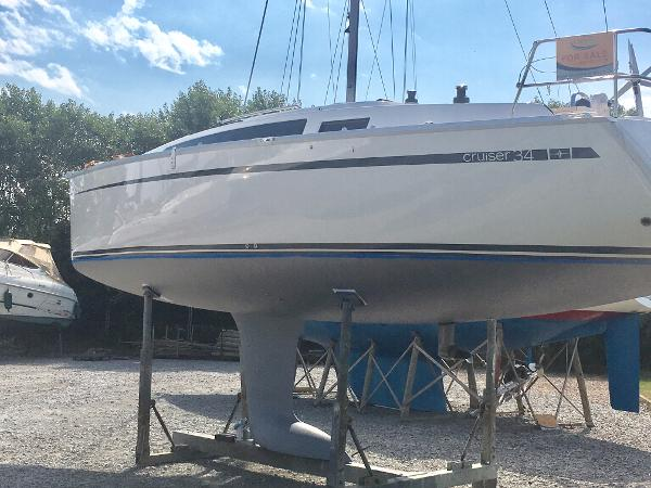 Bavaria Cruiser 34 Hull and keel