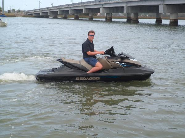 Sea-Doo GTX LIMITED 300 STARBOARD UNDERWAY