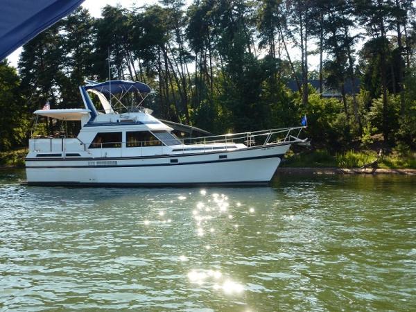 President 43 Sundeck Motoryacht 43' President starboard profile photo1