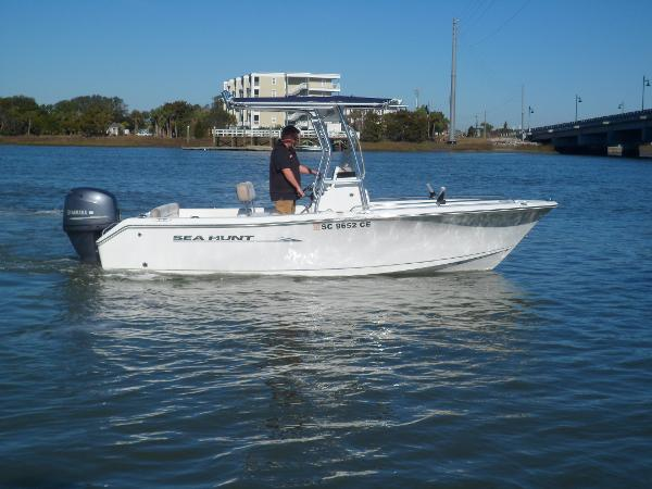Sea Hunt Ultra 196 STARBOARD UNDERWAY