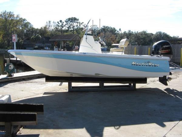 NauticStar 195 Bay