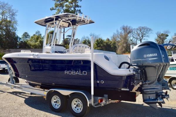 Robalo 242 Center Console 2017-Robalo-242-Center-Console-Fishing-boat-for-sale