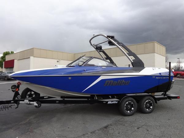 Malibu Boats Wakesetter 21 MLX