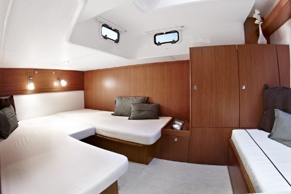 Bavaria Sport 39 HT Bedroom