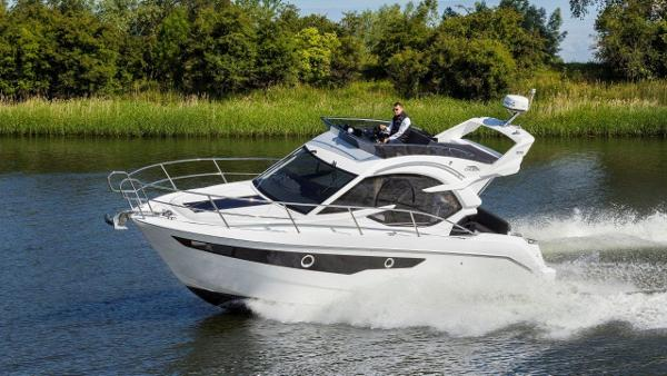 Galeon 300 Flybridge Galeon 300 Fly
