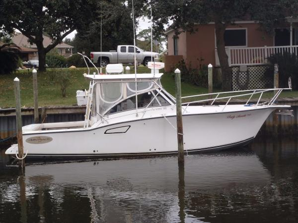 Albemarle 305 Express Fisherman Starboard side