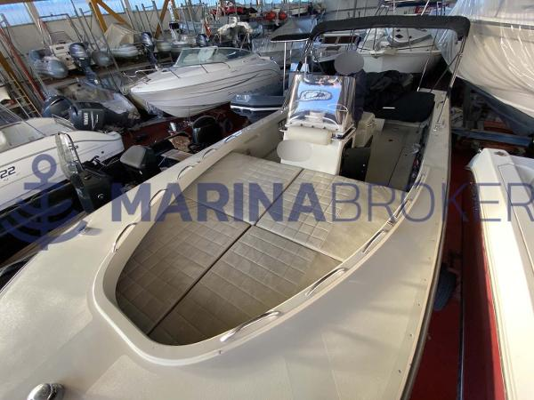 Boston Whaler 27 Guardian
