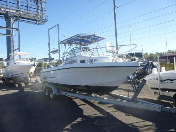 Sea Chaser 2400 WA-Twin