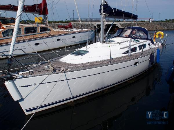 Jeanneau Sun Odyssey 35 2 Cabin Owner P7031917_hmf.jpg