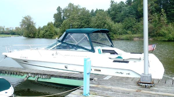 Sea Ray 300 Weekender port side