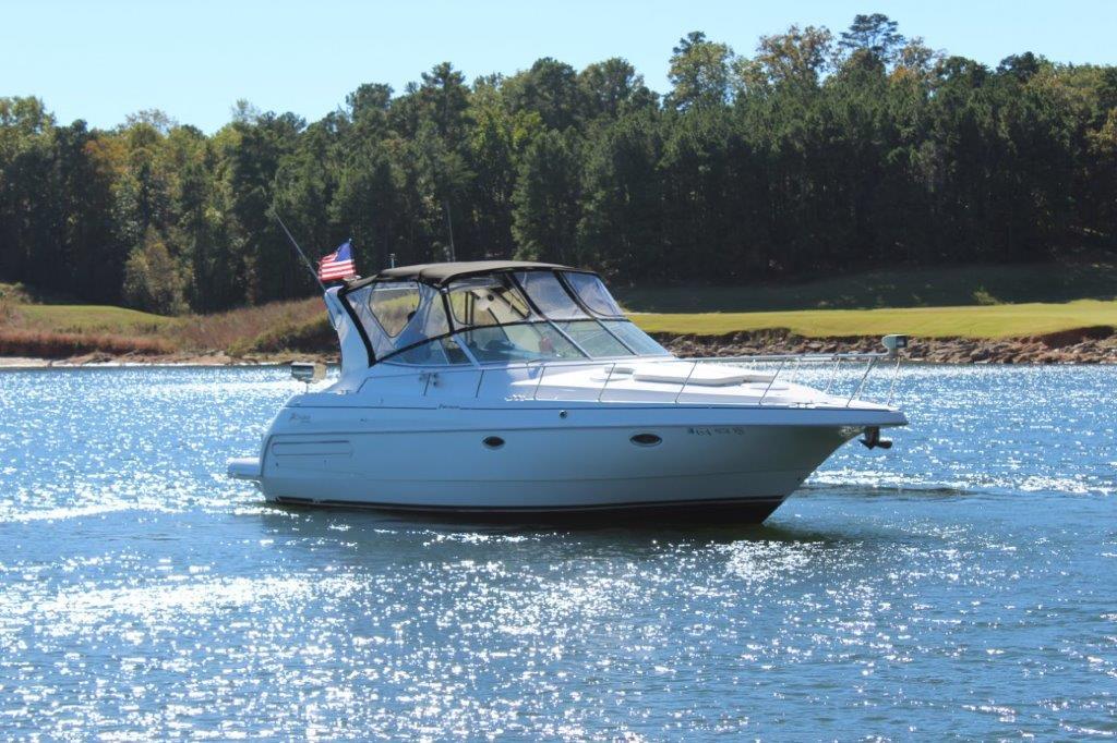 Cruisers Yachts 3572 Express