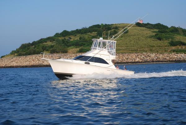 Ocean Yachts 32 convertible