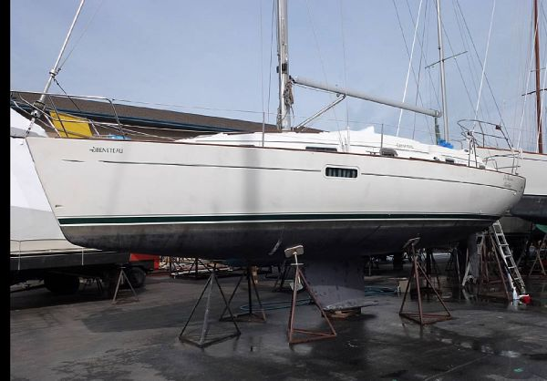Beneteau Oceanis 36 CC Beneteau 36CC waiting to  go sailing