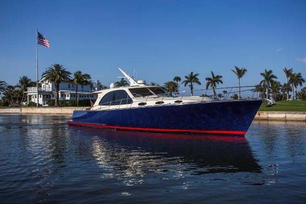 Palm Beach Motor Yachts PB52 Profile