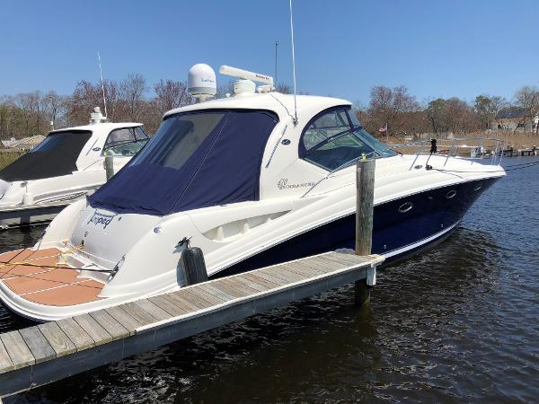 Sea Ray 420 Sundancer Starboard View