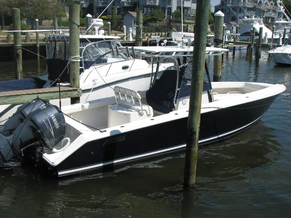 Jupiter 29 Center Console Profile