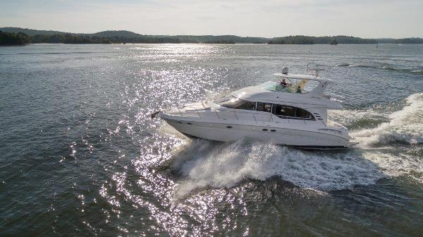 Sea Ray 540 Cockpit Motor Yacht