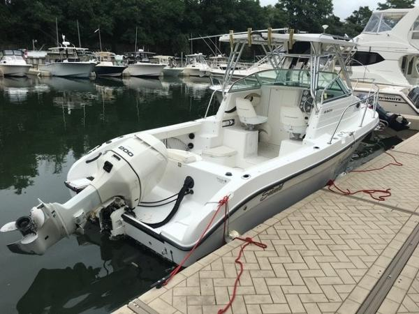 Seaswirl Striper 2301 Walkaround OB